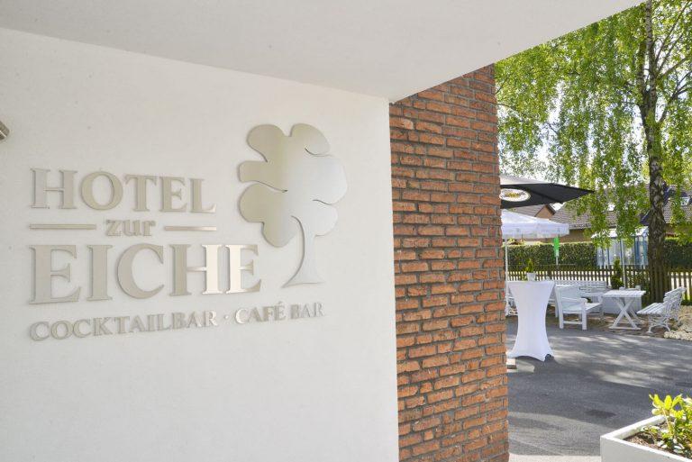 Hotel zur Eiche Eingangsbereich und Biergarten