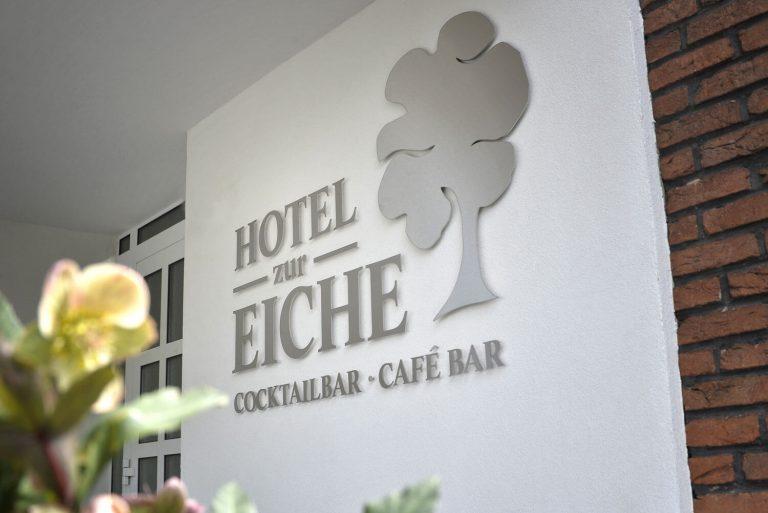 Schild Eingang Hotel zur Eiche in Salzkotten